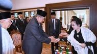 Momen Megawati-SBY Bersalaman di Pemakaman BJ Habibie