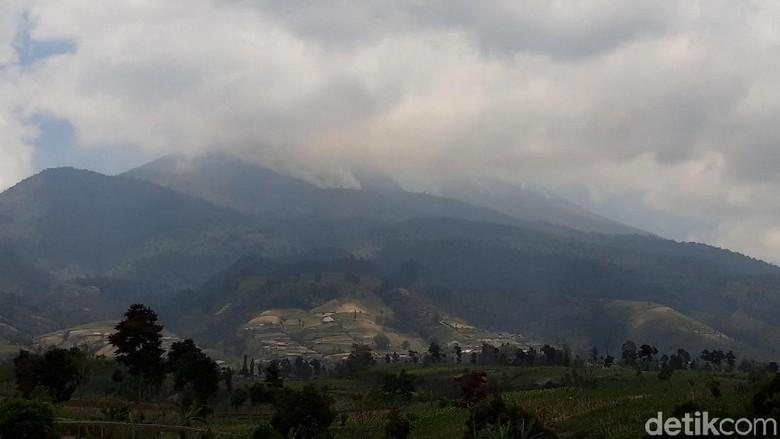Ganjar Sebut Kemungkinan Padamkan Kebakaran Merbabu Pakai Water Bombing
