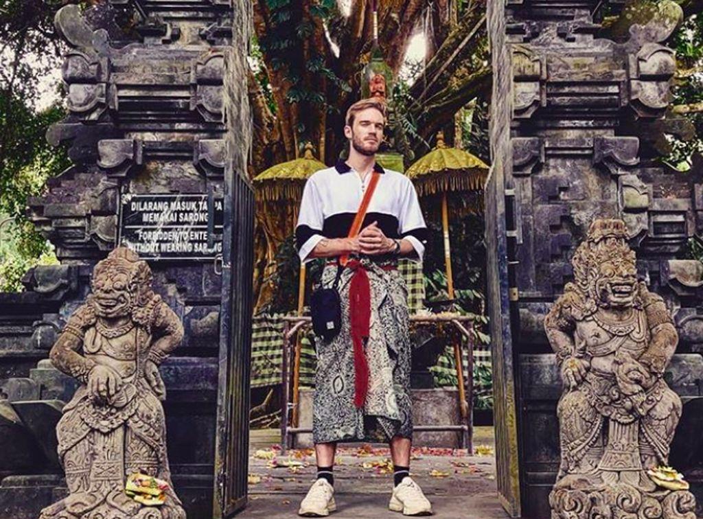 Waktu kami di Bali tidak terlupakan, tulis PewDiePie di caption foto ini. Foto: Instagram