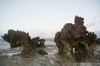Bebatuan karang di Pantai Tiang Bendera (Afif Farhan/detikcom)