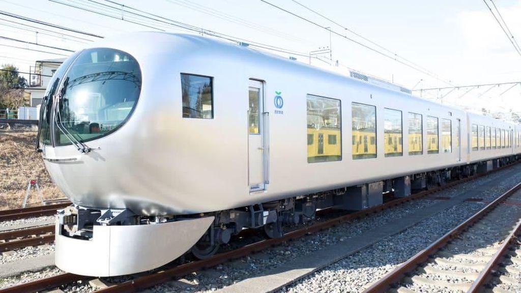 Jepang Punya Kereta Peluru dengan Gerbong Seperti Ruang Tamu