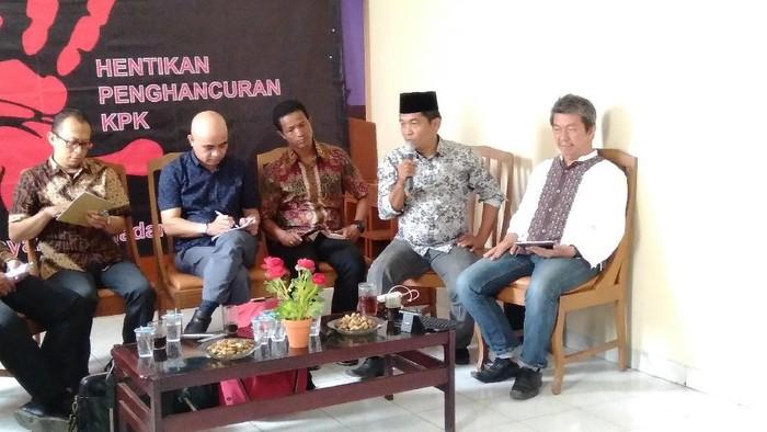 Foto: Ray Rangkuti kritik sikap Jokowi terhadap revisi UU KPK (Bil Wahid/detikcom)