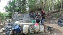 Cari Air Bersih, Warga di Desa Ini Hanya Andalkan Sebuah Sumur