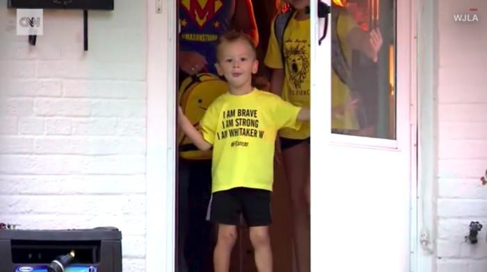 Whitaker Weinburger mendapat kejutan Bumblebee. Foto: Video CNN