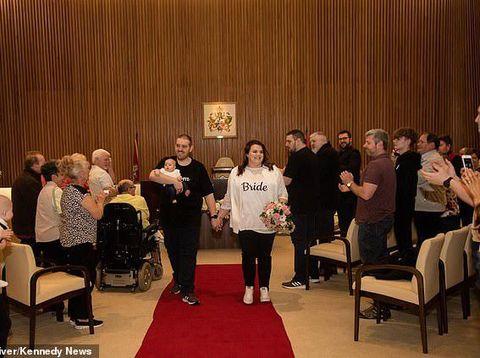 Rebecca Maxwell dan Glen Maxwell, menikah hanya pakai kaus dan jeans.