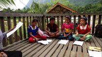 Ingin Jadi Pemandu Wisata, Bocah di Bukit Kelam Ini Kursus Bahasa
