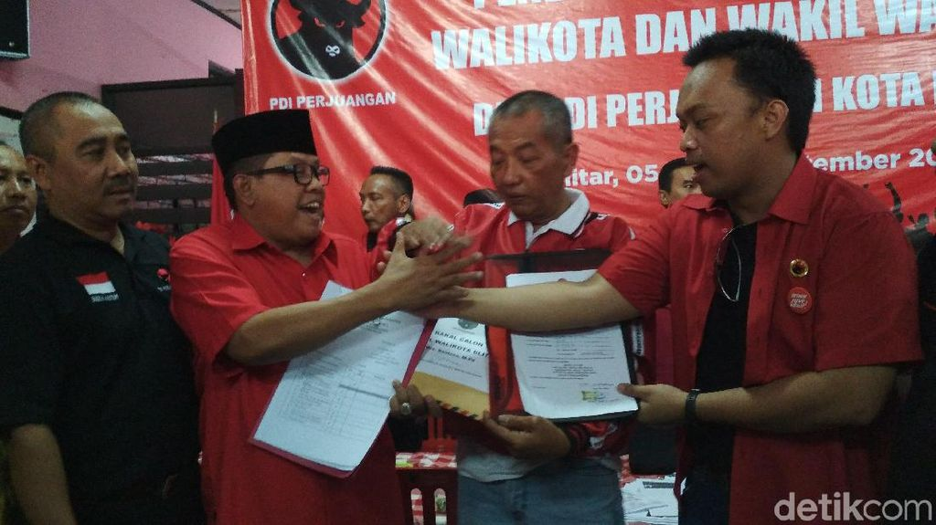 Putra Wali Kota Blitar Non Aktif Samanhudi Kembalikan Formulir Bacawali
