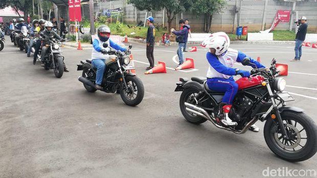 Pelatihan safety riding untuk pengguna moge