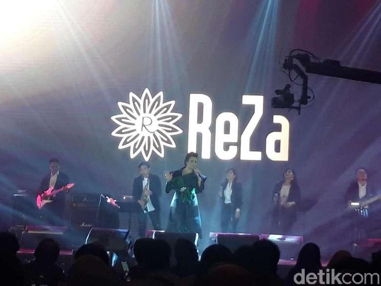 Tembang Nostalgia Reza Artamevia Guncang Surabaya