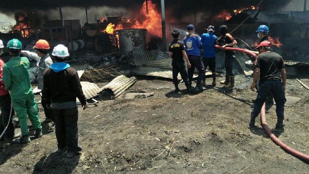 Kebakaran Gudang di Sulsel, Satu Petugas Damkar Terluka