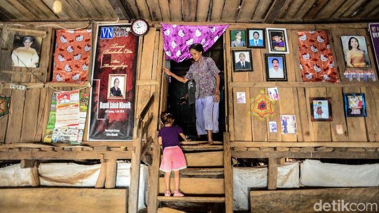 Ada banyak rumah adat di Indonesia, salah satunya Rumah Adat Rote. Rumah adat tersebut bergaya rumah panggung dengan atap daun lontar.