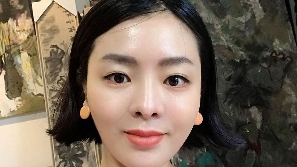Potret Guru Bahasa Cantik yang Dulunya Pernah Jadi Pemain Film Seksi