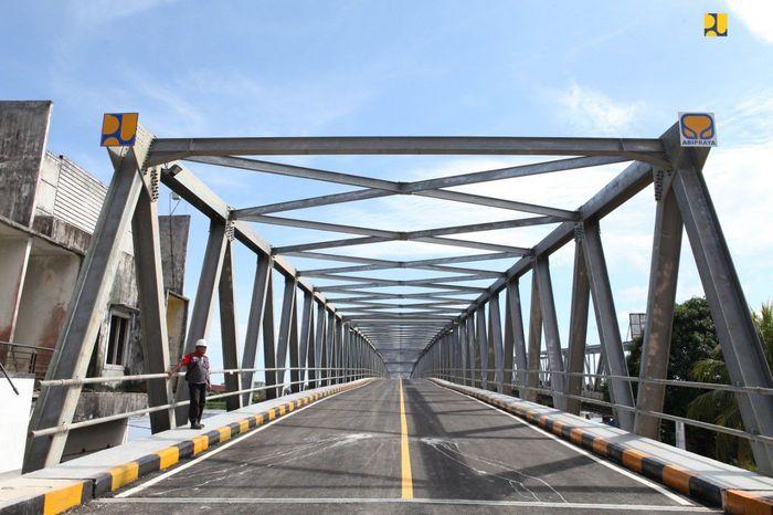 Kehadiran duplikasi Jembatan Landak sepanjang 504 meter, sangat ditunggu masyarakat Kota Pontianak karena akan mengurangi kemacetan akibat tingginya volume lalu lintas. Pool/Kementerian PUPR.