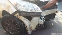 Epilepsi Kambuh, MPV Tabrak Dua Kendaraan Parkir dan Terguling