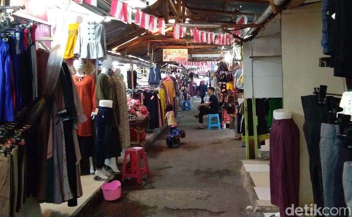 Pasar Pusat, Pekanbaru, Riau, tampak sepi pembeli.