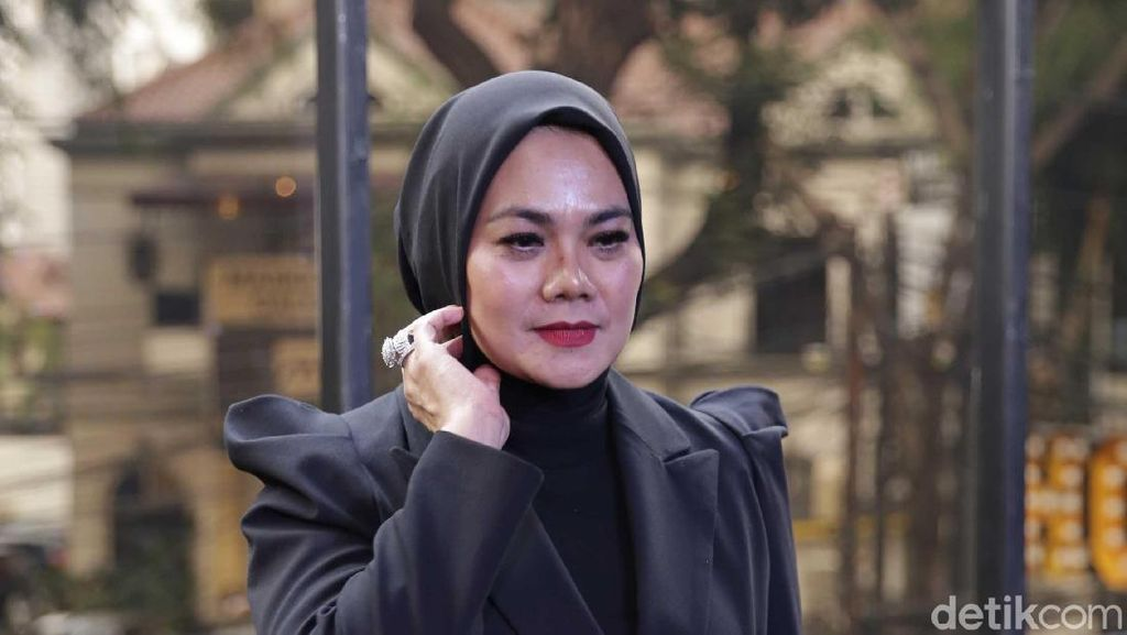 Tak Ada Hubungan Spesial, Sarita Cuma TTM-an dengan Vicky Prasetyo