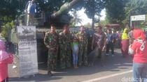 Pameran Kendaraan Tempur TNI di Situbondo Diserbu Warga