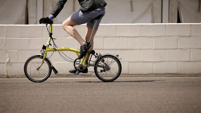 Sepeda lipat jadi idola baru pecinta sepeda di Indonesia, terutama di kota-kota besar (Matthew Lloyd/Getty Images)