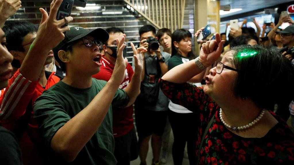 Demonstran Antipemerintah Bentrok dengan Massa Pro-China di Hong Kong