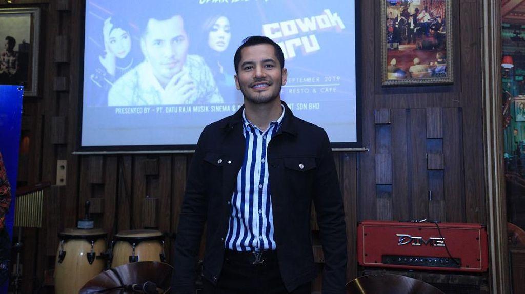 Dato Sri Aliff Syukri Coba Peruntungan di Panggung Musik Indonesia