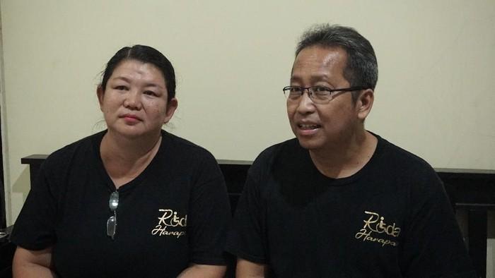 Pasangan Enny dan Lugi asal Jonggol yang menjadi pelopor peminjaman inkubator. Foto: Adelia Putri/detikHealth