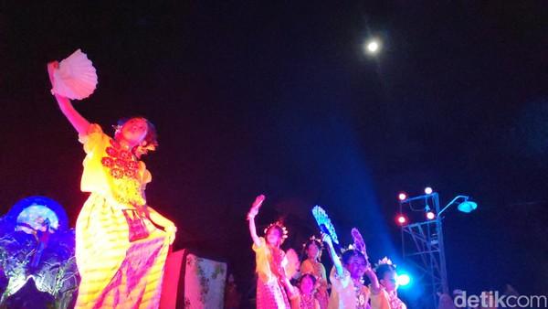 Pentas seni budaya itu, digelar dalam rangkaian acara bertajuk accora bulan ri batu bassi atau bulan purnama di Batu Bassi (Moehammad Bakrie/detikcom)