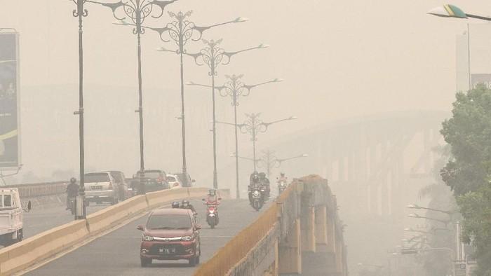 Kabut asap akibat karhutla di Kalimantan. (Foto: ANTARA FOTO/Rony Muharrman)