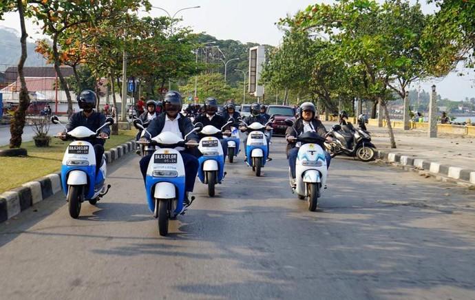 Nikmatnya Keliling Padang Naik Motor Listrik