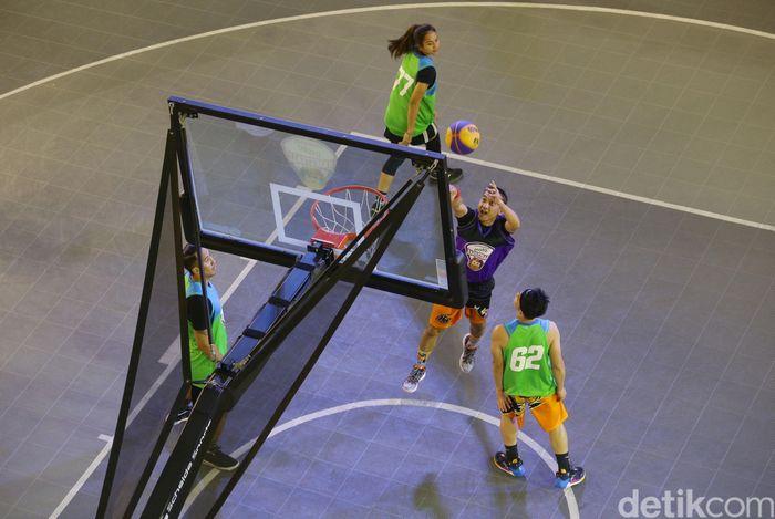 Diselenggarakan di Main Atrium Kota Kasablanka, Combiphar INSTO 3x3 Basketball Competition diikuti sebanyak 24 tim yang terbagi dalam kategori umum putri dan umum putra yang akan memperebutkan hadiah jutaan Rupiah.