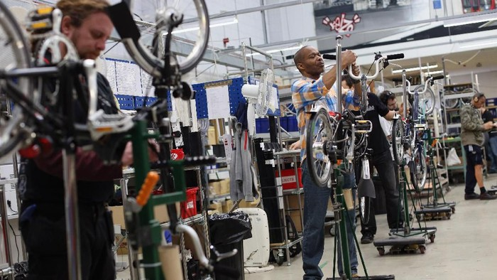 LONDON, ENGLAND - NOVEMBER 13:  Workmen assemble Brompton folding bicycles on the production line in their factory in Brentford on November 13, 2012 in London, England. Brompton is one of only two major bike frame manufacturers still based in the UK, creating all their folding bicycles in West London. The original Brompton patent was filed in 1979 by the inventor Andrew Ritchie and basic design remains largely unchanged. Each bike is comprised of over 1200 parts and takes approximately 6 hours to construct.  (Photo by Oli Scarff/Getty Images)