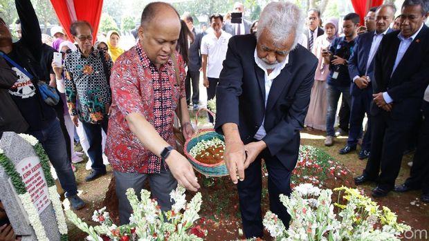 Ilham dan Xanana Gusmao Ziarah ke Makam Habibie /