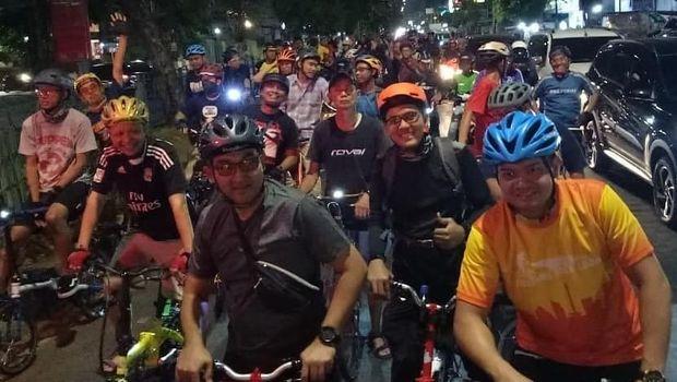 Gowes malam bersama Komunitas Jakarta Sepeda Lipat