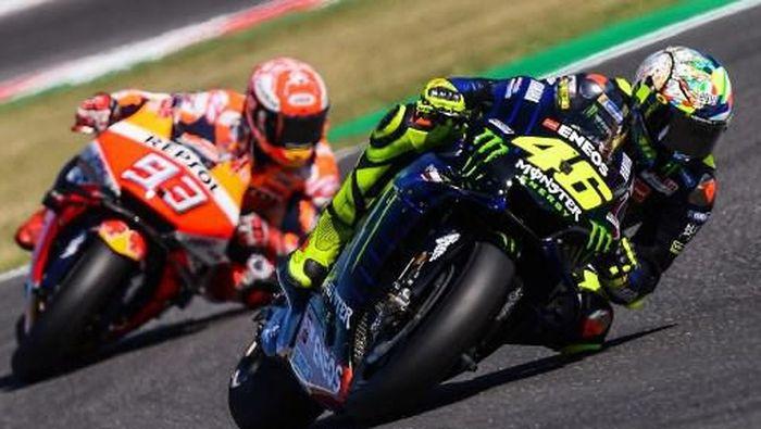 Valentino Rossi membalas pernyataan Marquez soal motivasi memenangi balapan MotoGP San Marino (Marco Bertorello / AFP)