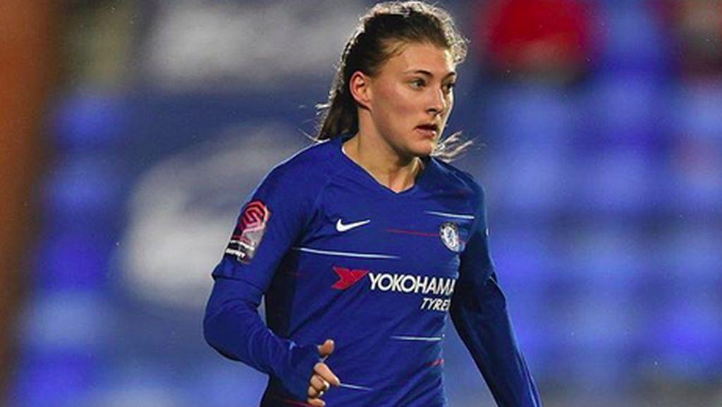 Hannah Blundell Si Bidadari Stamford Bridge