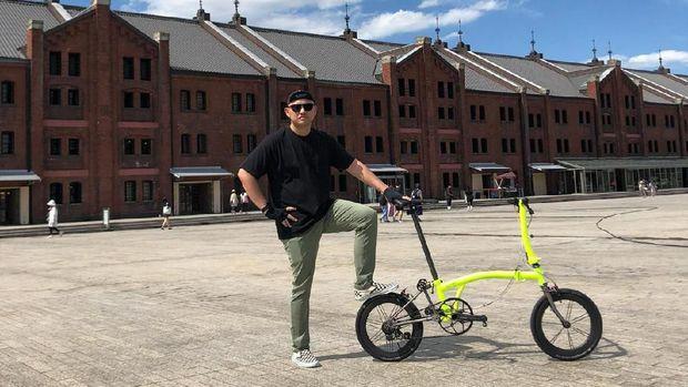 Ananda Mikola sudah dua tahun lebih memiliki sepeda Brompton