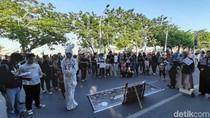 Bawa Pocong, Mahasiswa Unhas Demo Tolak RUU KPK di CFD Makassar
