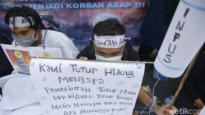 Aksi Simpatik Selamatkan Riau dari Kabut Asap (Foto: Grandyos Zafna)