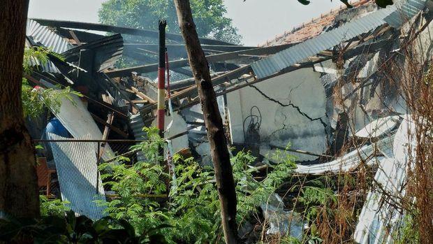 Kondisi gudang tempat penyimpanan bahan peledak dan bom temuan dari masyarakat, setelah terjadinya ledakan di gudang tersebut, di kompleks Markas Brimob Polda Jateng, di Semarang, Jawa Tengah, Sabtu (14/9/2019).