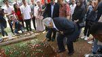 Xanana Gusmao Ziarah ke Makam Habibie