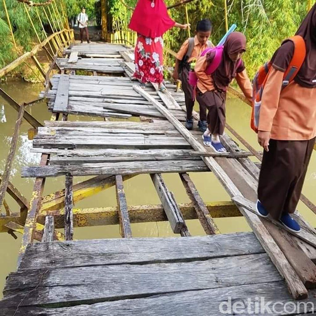 Siswa Bertaruh Nyawa di Jembatan Maut, Pemkab Pidie: Segera Diperbaiki