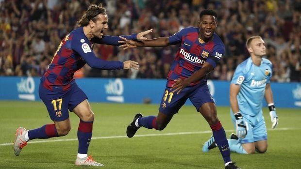 Ansu Fati (kanan) sudah mengoleksi dua gol bersama Barcelona di Liga Spanyol.