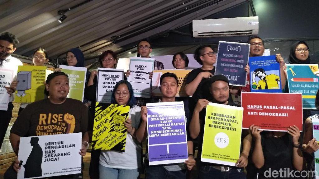 Gelar Aksi Teatrikal, Aliansi Aktivis Demokrasi Tolak RUU KUHP