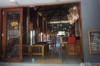 Beberapa kafe di Pantai Nemberala (Afif Farhan/detikcom)