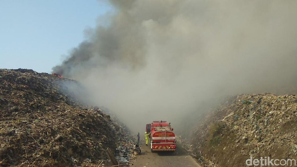 Kebakaran Landa TPA Sampah di Makassar
