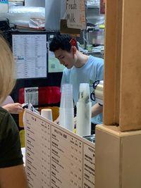 Viral Penjual Teh Boba Ganteng Mirip Artis Korea, Pembeli Rela Antre