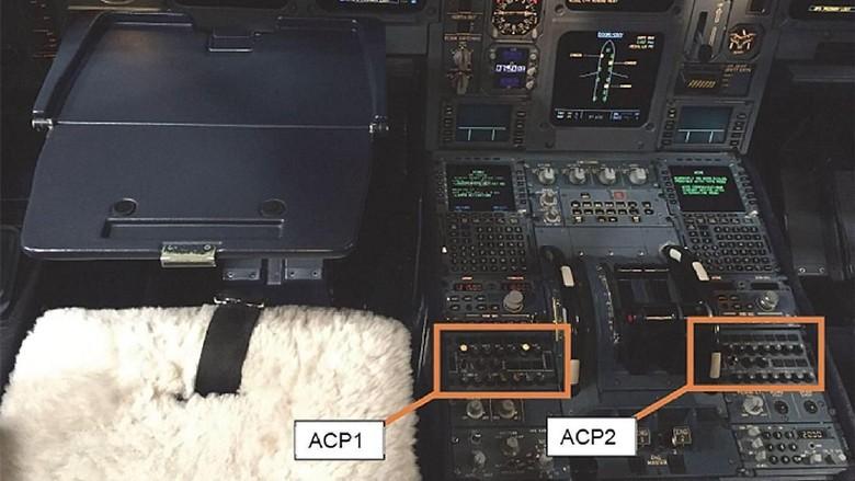 Bagian mesin kokpit yang ketumpahan kopi pilot (Air Accidents Investigation Branch)