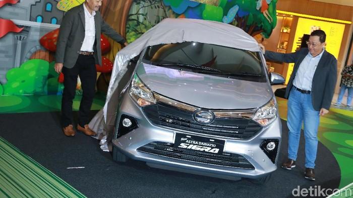 Setelah tiga tahun mengaspal, mobil LCGC Daihatsu Sigra diberikan penyegaran wajah oleh Astra Daihatsu Motor (ADM). Begini tampang anyarnya.
