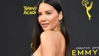 Olivia juga menunjukan bahu seksinya.Amy Sussman/Getty Images