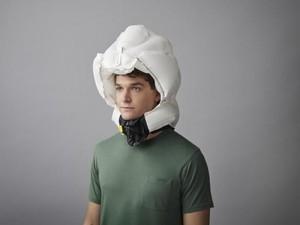 Dilengkapi Airbag dan Bluetooth, Inikah Helm Paling Aman di Dunia?