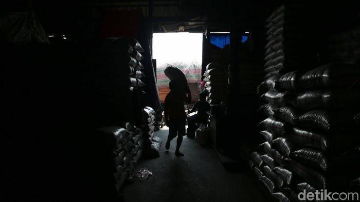 Direktur Utama Perum Badan Usaha Logistik (Bulog), Budi Waseso mengungkapkan stok beras Bulog pada September 2019 mencapai 2,5 juta ton. Ia mengklaim jumlah tersebut cukup hingga tahun depan.